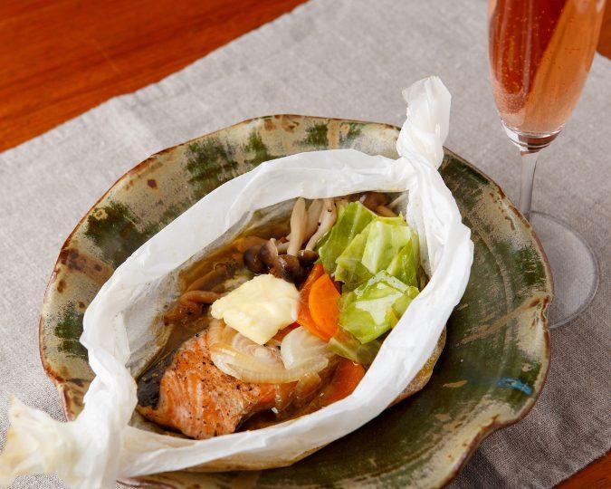 鮭と生姜胡椒の紙包み焼き