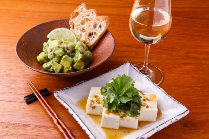 塩糀のアボカドライム和えとパクチー豆腐