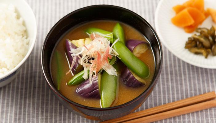 茄子とスナップエンドウの味噌汁