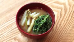 【味噌の日】山うどとおかひじきの味噌汁