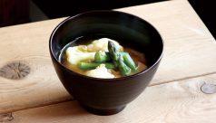 【味噌の日】アスパラとカリフラワーの味噌汁