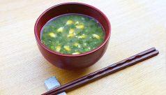 【味噌の日】モロヘイヤとトウモロコシの味噌汁