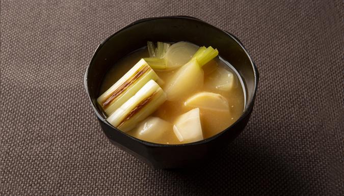 根菜と焼きねぎの味噌汁